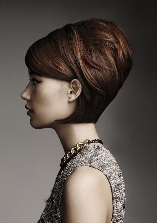 Прическа в стиле 60-х годов из коротких волос