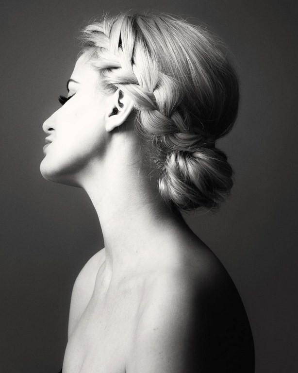 Фото черно белая прическа